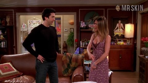 Friends 09x09 anniston hd 01 large 2