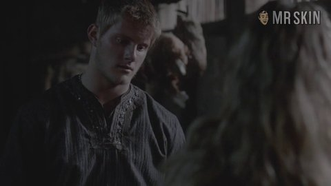 Vikings 02x06 weiss hd 01 large 3