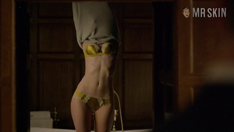 Nightmanager the 01x01 elizabethdebicki hd 02 large 3